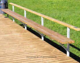 Geländer mit einer Bank TMmarinas.de info@tmmarinas.de